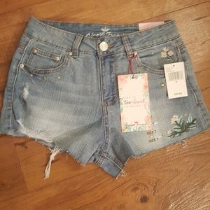 Almost famous High rise Junior size 7 shorts